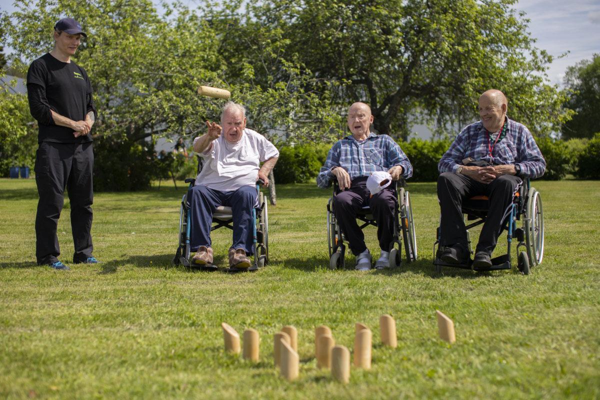 Hopeakodon pihapiiri mahdollistaa pihapelien pelaamisen